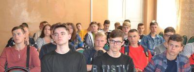 Настоятель хама святой равноапостольной княгини Ольги рассказал студентам в Вейделевке о трезвости в жизни