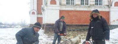 Субботник в помощь храму провели в Козинке