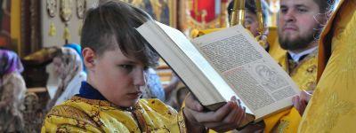 Епископ Валуйский совершил праздничную литургию в Свято-Троицком Кафедральном соборе в Алексеевке