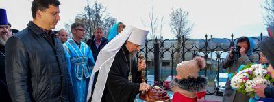 В канун дня памяти Казанской иконы Божией Матери белгородский митрополит совершил всенощное бдение по случаю престольного праздника в Плоском