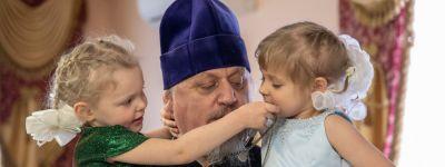 В сочельник юным пациентам онкогематологического отделения Детской областной больницы в Белгороде подарили праздник