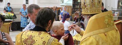 Епископ Валуйский в день памяти святых апостолов Петра и Павла совершил литургию в Свято-Николаевском кафедральном соборе