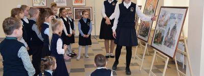 В старооскольской православной гимназии открылась выставка картин с изображениями храмов