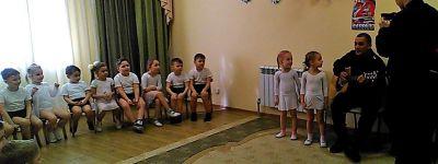 Ребята из православного детского сада в День Защитника Отечества встретились с военнослужащими