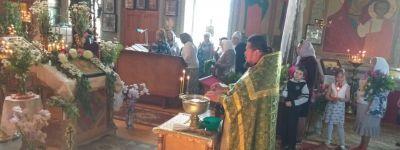 Прихожане Свято-Ильинского храма села Красное молитвенно прославили праздник Святой Троицы
