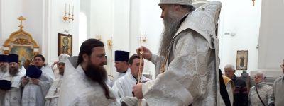 Епископ Валуйский поздравил прихожан с Вербным воскресеньем на Божественной литургии в Свято-Николаевском кафедральном соборе в Валуйках
