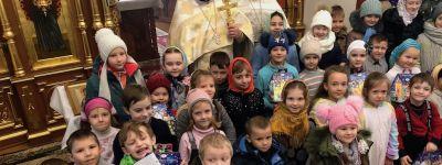 Воспитанники Детского православного досугового центра пришли на Рождество в храм святого апостола Иакова в Губкине