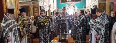 Епископ Валуйский совершил литургию Преждеосвященных Даров в храме Александра Невского в городе Алексеевка
