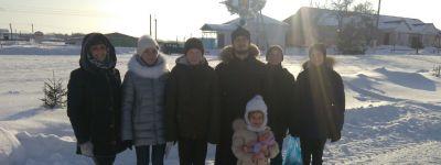 Воспитанники воскресной школы храма Димитрия Солунского с праздничными песнопениями побывали в Плоте и в Ржавце