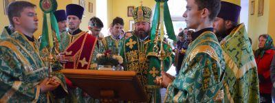 Епископ Губкинский совершил службу в честь Сергия Радонежского в Краснояружском районе