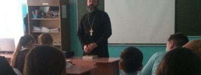 Иерей храма Казанской иконы Божией Матери поговорил с томаровскими школьниками о нравственном выборе