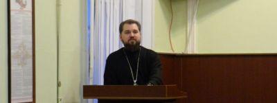Председатель миссионерского отдела Губкинской епархии побеседовал о христианских ценностях с личным составом полиции