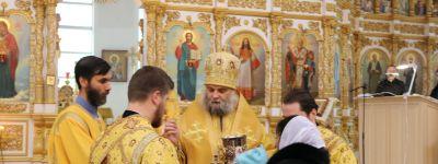 Божественную литургию в Свято-Николаевском кафедральном соборе города Валуйки совершил епископ Валуйский