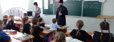 Несколько уроков, посвящённых православной молитве, провёл в Щербаковской школе настоятель храма Вознесения Господня