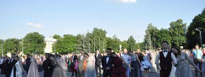 Настоятель Спасо-Преображенского кафедрального собора пожелал губкинским выпускникам быть творцами своей жизни