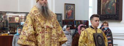 Епископ Валуйский совершил Божественную Литургию в Свято-Николаевском кафедральном соборе епархии