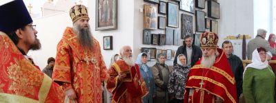 В неделю Антипасхи валуйский епископ совершил службу в Знаменском храме в Уразово и посетил здешний дом ветеранов труда