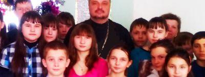 Школьники из Малых Маячек поговорили с батюшкой о Богородице