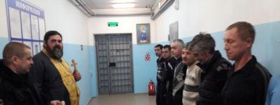 Яковлевский благочинный поздравил с наступающей Пасхой заключённых и освятил здание и новые машины полиции