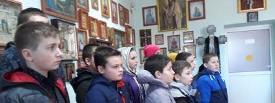 Школьники из Мокрой Орловки посетили храм Казанской иконы Божьей Матери в родном селе