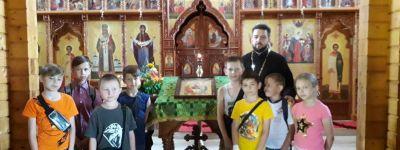 Дети из школьного лагеря позвонили в колокола в храме иконы Божией Матери «Всех скорбящих Радость» в Губкине