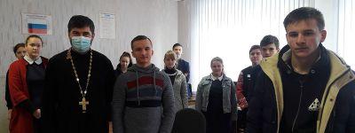 Святые воины Руси стали темой бесед со школьниками в Казинке и Казначеевке настоятеля храма Казанской иконы Божией Матери