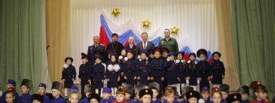 Валуйский благочинный поздравил детей из детских садов города со вступлением в кадеты