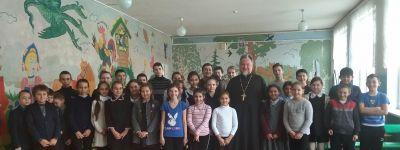 О духовности и нравственности побеседовал со школьниками в Селиваново настоятель храма Рождества Христова