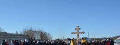 Поклонный крест на месте разрушенной деревянной церкви Иоанна Предтечи освятили в Завалищено