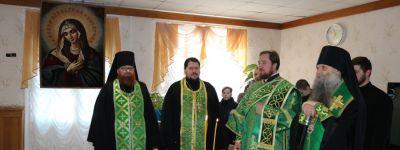 Епископ Валуйский поздравил насельников Красненского Дома милосердия с днём небесного покровителя
