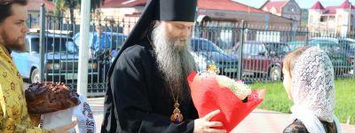 Епископ Валуйский совершил Божественную Литургию в Свято-Троицком соборе посёлка Ровеньки