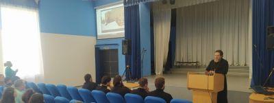 Белгородские семинаристы спели для школьников в Погореловке