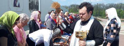 Освящение куличей и яиц начали в Валуйской епархии