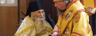 Всенощное бдение в Спасо-Преображенском кафедральном соборе Белгорода совершил митрополит Белгородский