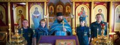 Старооскольские спасатели помолились перед образом Божией матери «Неопалимая купина»