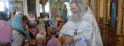 В Троицкую родительскую субботу епископ Губкинский совершил литургию в храме Вознесения Господня села Богатое
