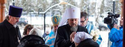 Митрополит Белгородский совершил литургию во Введенском храме Белгорода, который отметил престольный праздник