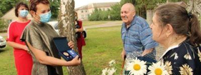Медали «За любовь и верность» вручены четырём семейным парам в Валуйках