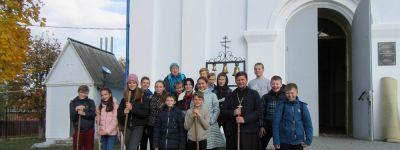 Ученики Томаровской школы №1 провели субботник в храме Казанской иконы Божией Матери