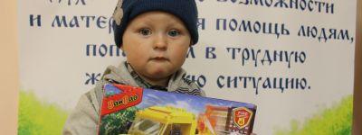 Подарки детям из многодетных семей сделали в праздник белгородские сёстры милосердия и волонтёры