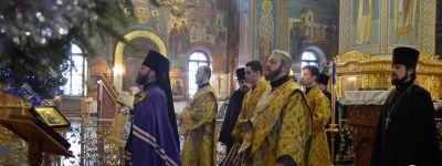 В Рождественский сочельник епископ Губкинский совершил Божественную литургию в Спасо-Преображенском соборе в Губкине