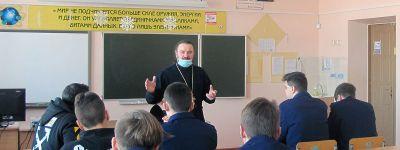 Школьники из села Засосна узнали от настоятеля храма о Боге, мире и человеке