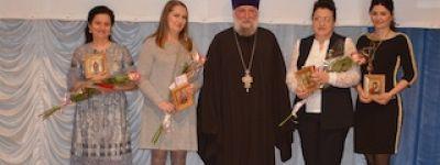 Новооскольский благочинный вручил награды многодетным матерям в честь 65-летия Белгородской области