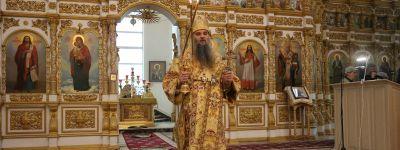 Божественную Литургию в Свято-Николаевском соборе города Валуйки в день памяти отцов Седьмого Вселенского собора возглавил епископ Валуйский
