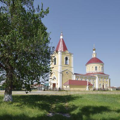 Храм Трех Святителей в селе Стригуны