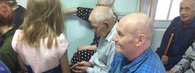 Воспитанники православного клуба «Благовест» навестили ветеранов в Гостищевском доме-интернате