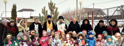 Епископ Валуйский сделал подарки воспитанникам детского сада «Радуга» в Вейделевке