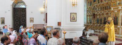 Валуйский епископ совершил всенощное бдение и Божественную литургию в Свято-Николаевском кафедральном соборе в Валуйках