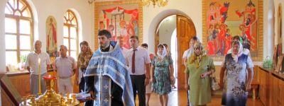 Выездное заседание администрации Валуйского района, посвящённое 65 добрым делам,  началось с молебна в храме Казанской иконы Божией Матери
