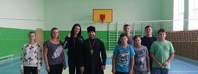 Покровское православное братство сыграло в волейбол со школьниками из Терновки